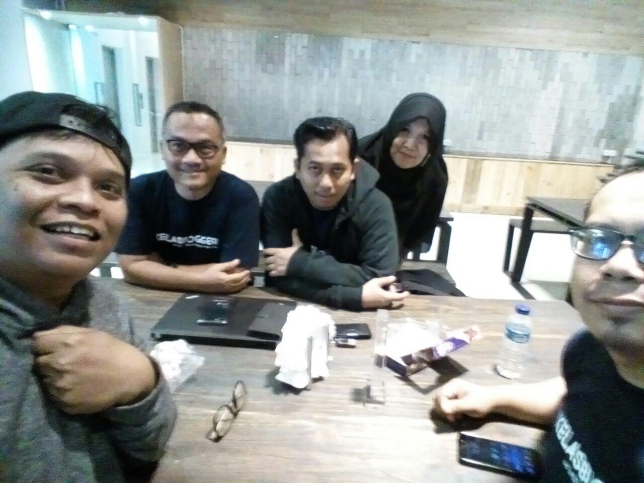 adetruna dan para pentolan Kelas Blogger Kang Arul dan istri juga bang udin dan abah raka